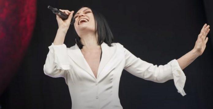 Jessie J APOLOGIZES To Nicki Minaj Over 'Bang Bang' Drama